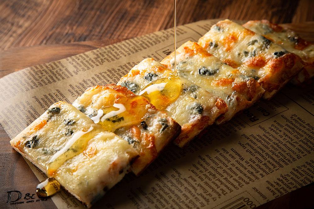 3種チーズとはちみつのピザ750円