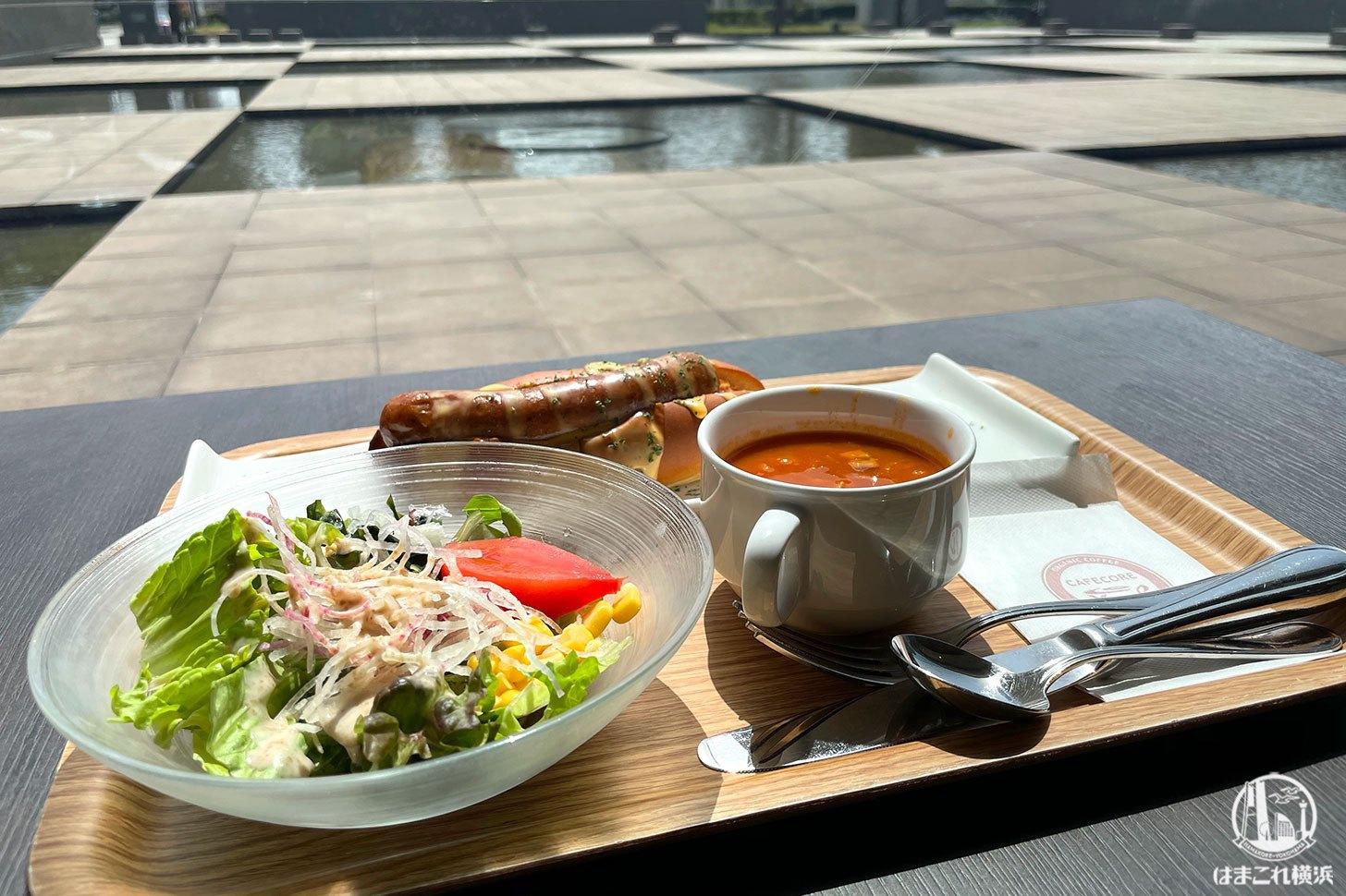 カフェ&マーケットCORE 併設の喫茶スペース
