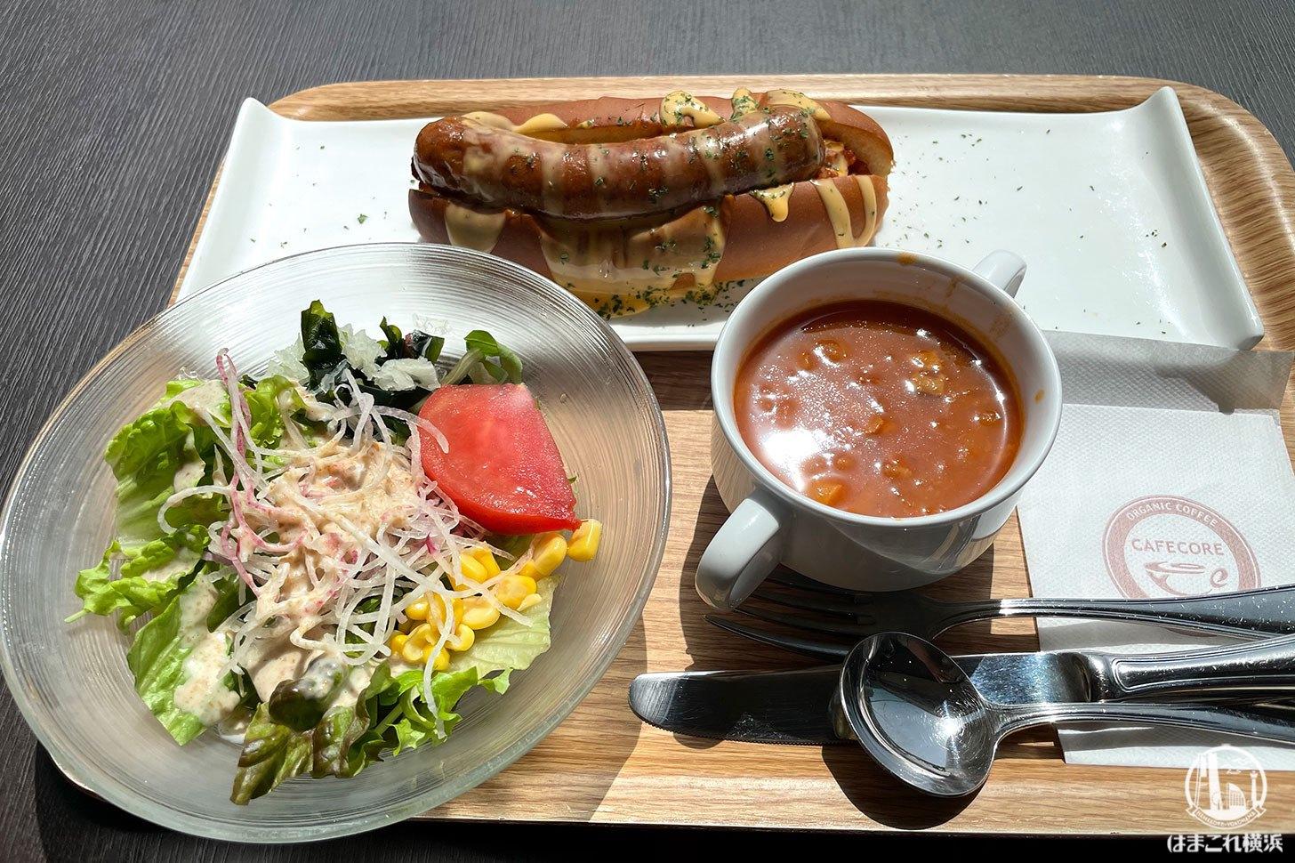 舞茸入りのソーセージとサラダとスープ