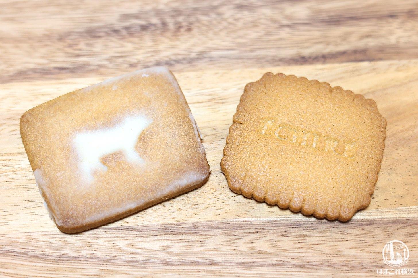 白缶「プティブール・エシレ」と青缶「サブレ グラッセ」食べ比べ