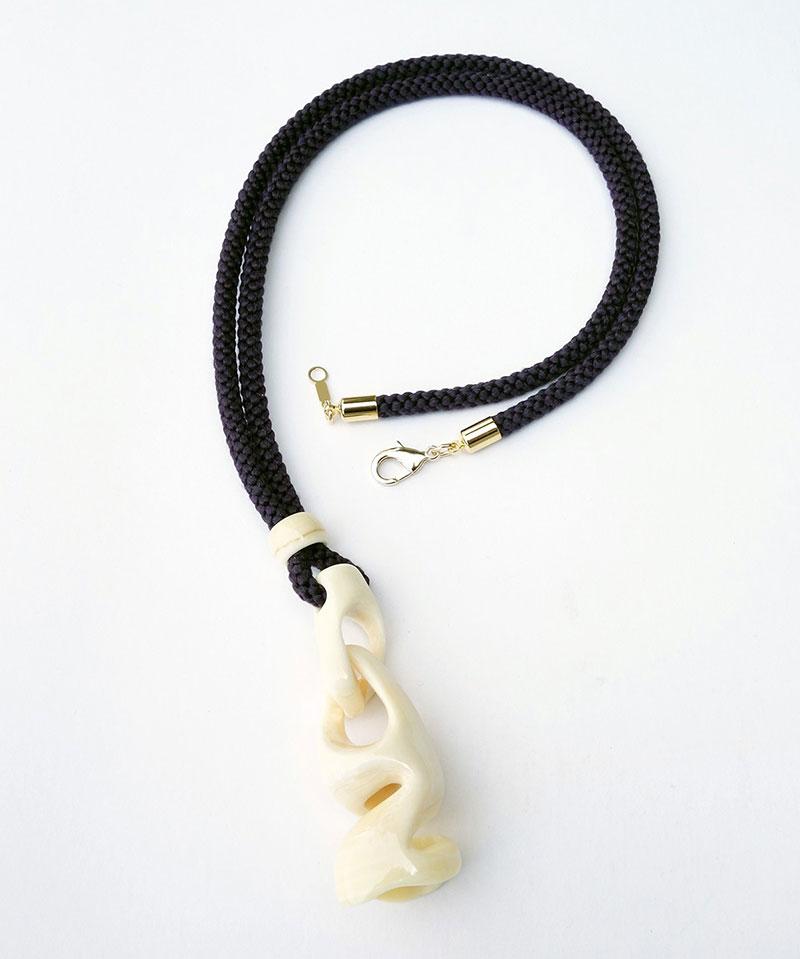 鯨歯ペンダント