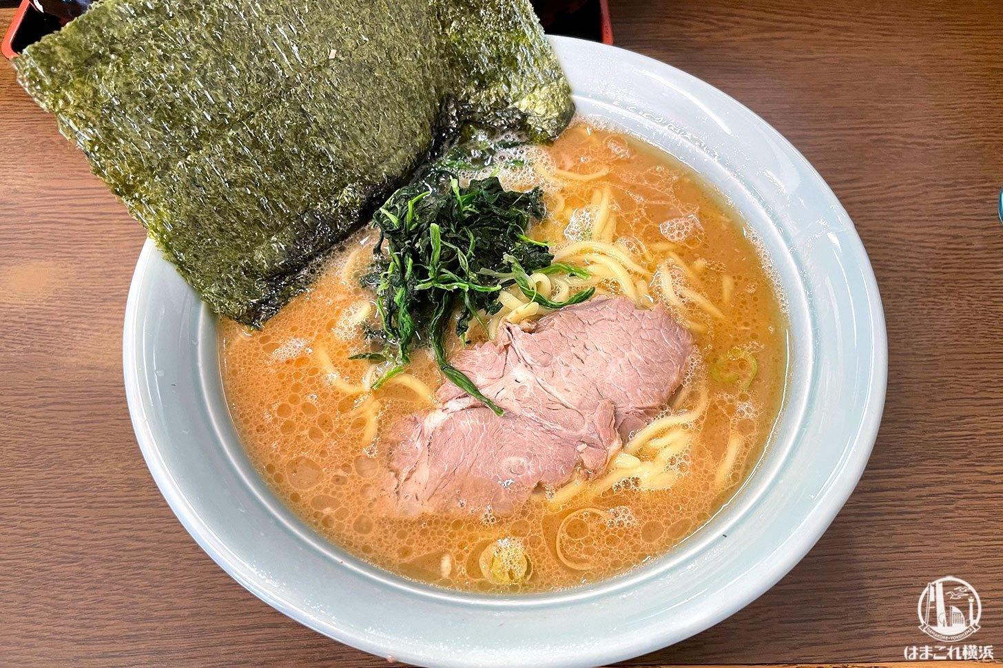 横浜・寿々㐂家(すずきや)の家系ラーメン人気納得凄く好き!接客にも惹かれる旨さ