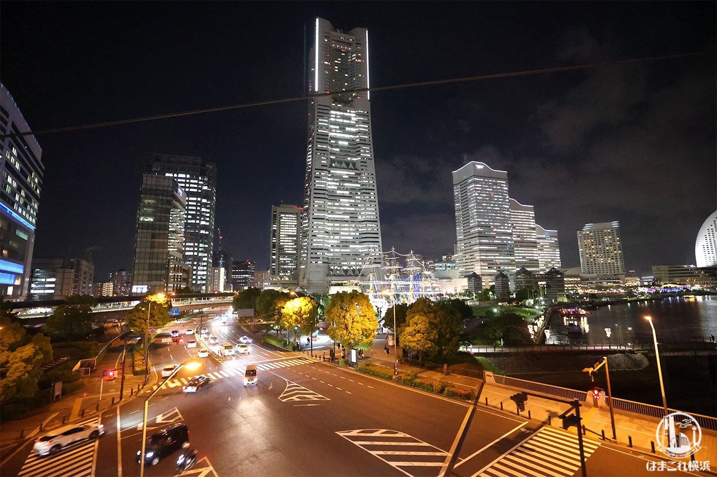 ゴンドラから見た横浜ランドマークタワーとビル群