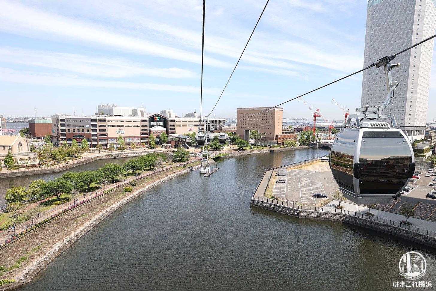 ロープウェイ(桜木町駅から運河パーク駅)から見た景色