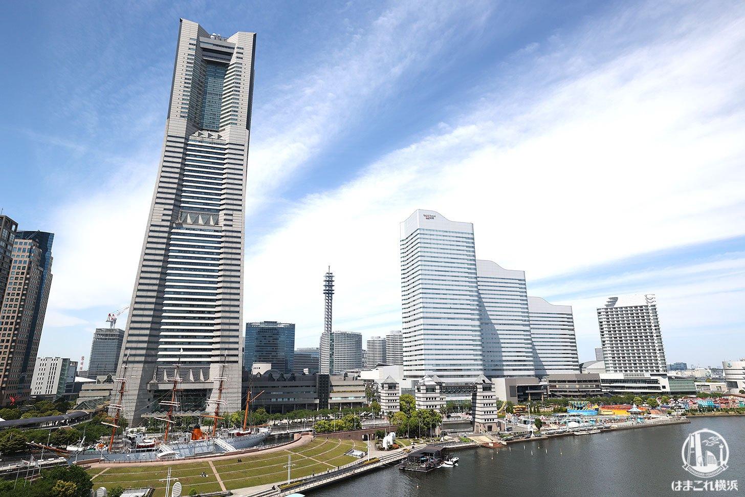ロープウェイから見た横浜ランドマークタワーとビル群