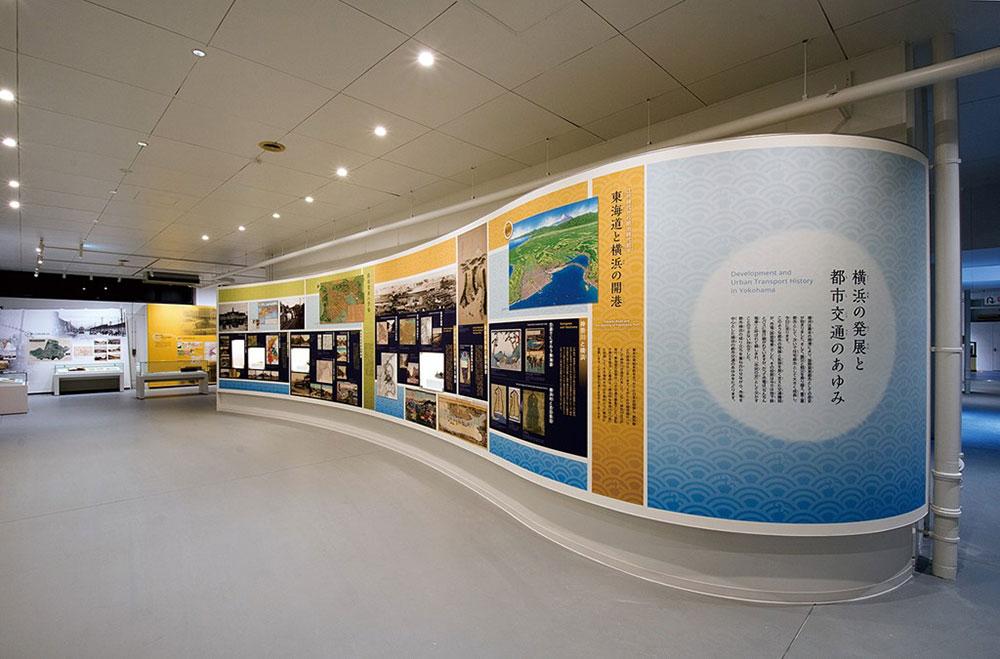 横浜市電保存館で横浜市営交通100周年記念「写真展」開催!花電車も展示