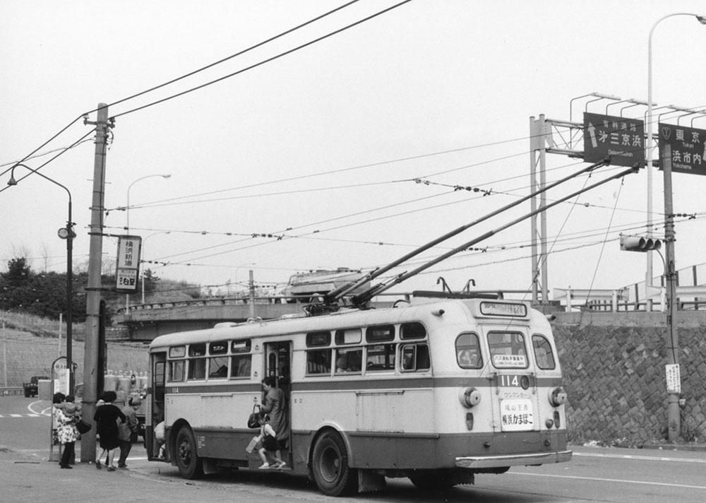 1959年トロリーバス開業、撮影は1971年横浜新道バス停