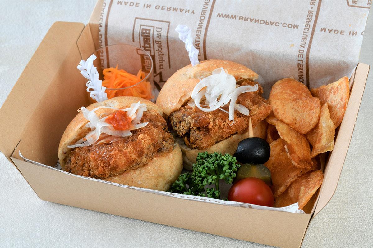 横浜・ホテルニューグランドのテイクアウトにビーフカツスライダー・チーズハンバーグステーキ仲間入り!