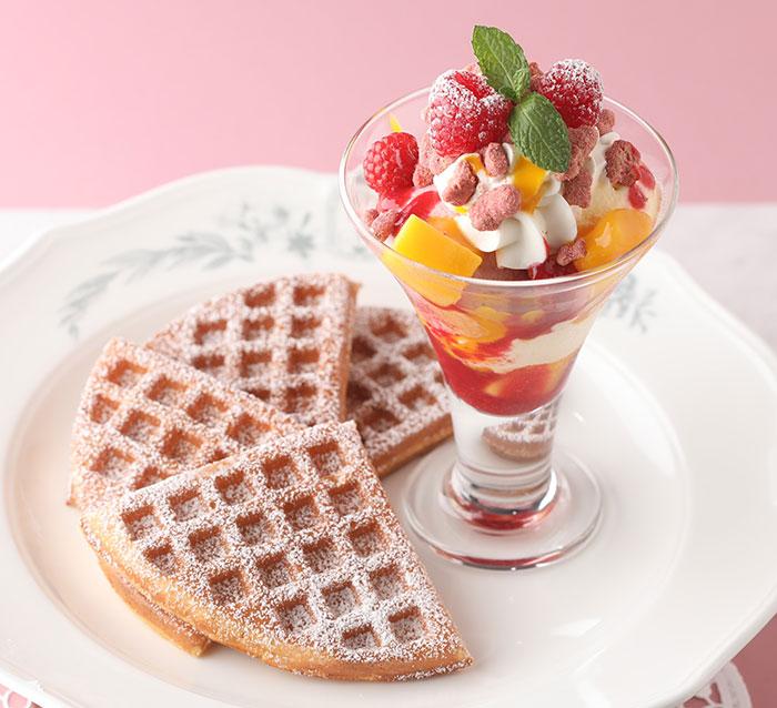 横浜・マザーリーフに新商品「ベリー&マンゴーのパフェワッフル」贅沢アフタヌーンティーセットも!