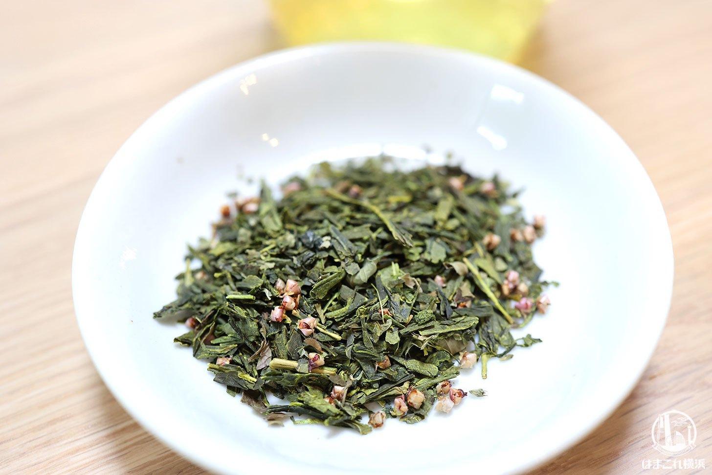 白桃の甘酸っぱい香りとまろやかな緑茶の味わいの茶葉
