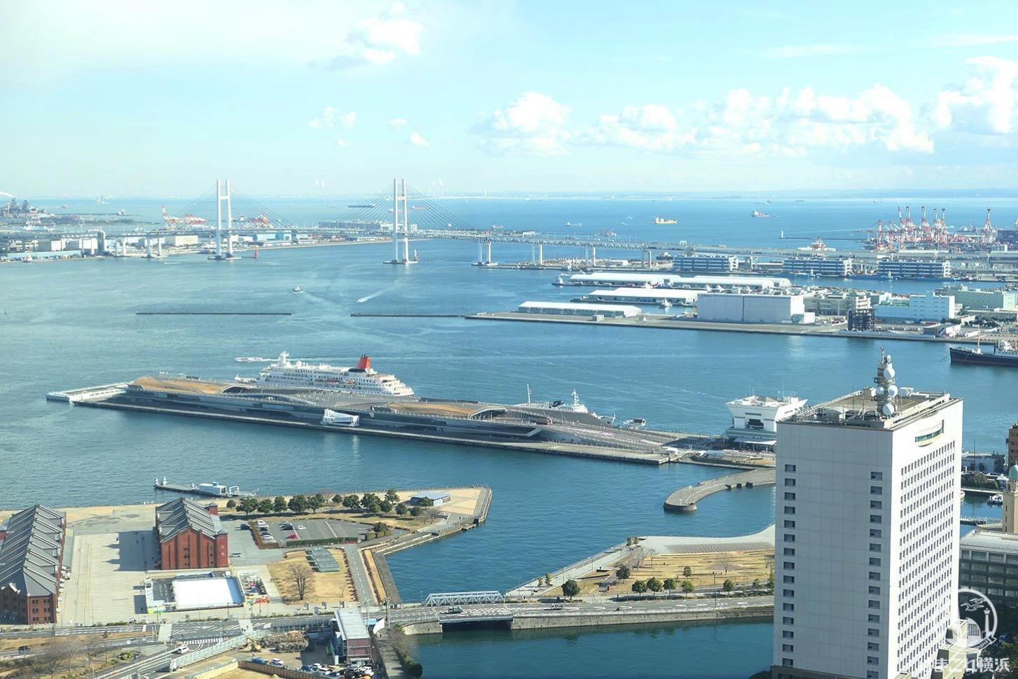 ザ・タワー横浜北仲 無料展望フロアから見た横浜赤レンガ倉庫