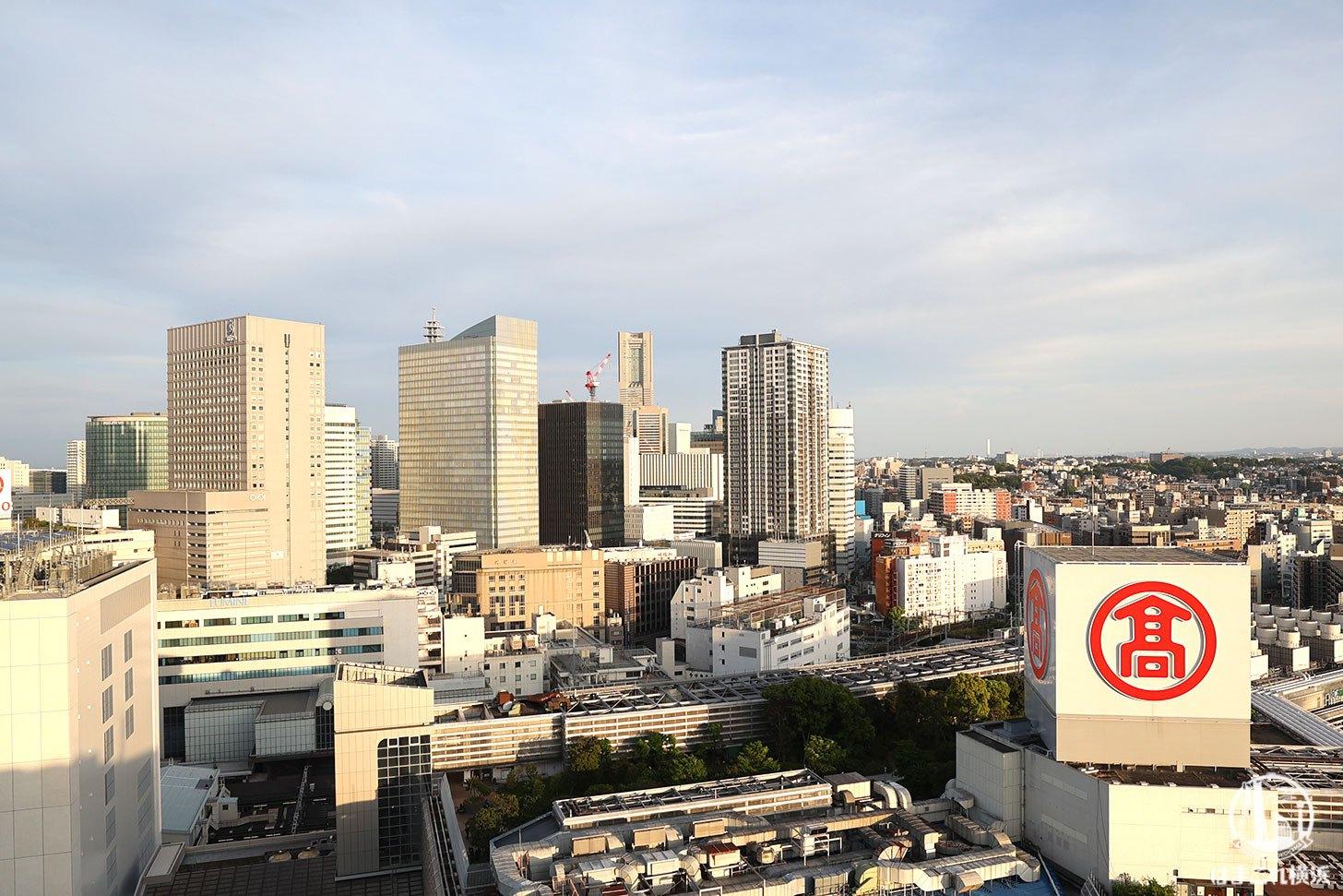 ラグジュアリーフロア「デラックスルーム」から見た横浜ランドマークタワー