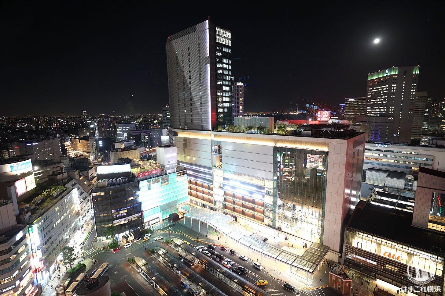 ラグジュアリーフロア「デラックスルーム」から見た横浜駅の夜景
