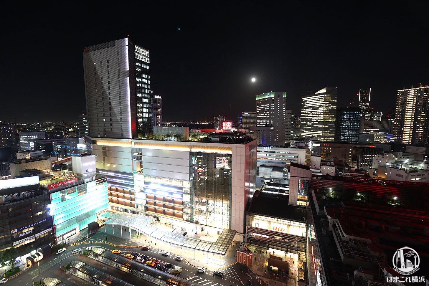 ラグジュアリーフロア「デラックスルーム」から見た横浜駅 全景