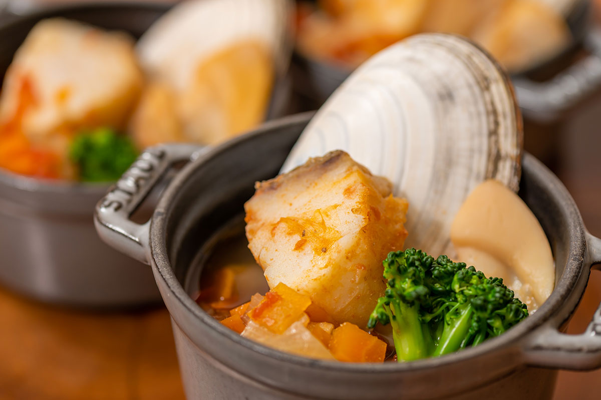 北海道産塩鱈と日高産白貝のブイヤベース