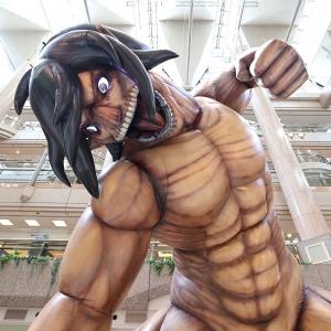 横浜・ランドマークプラザに進撃の巨人!エレン巨人や超大型巨人を激写