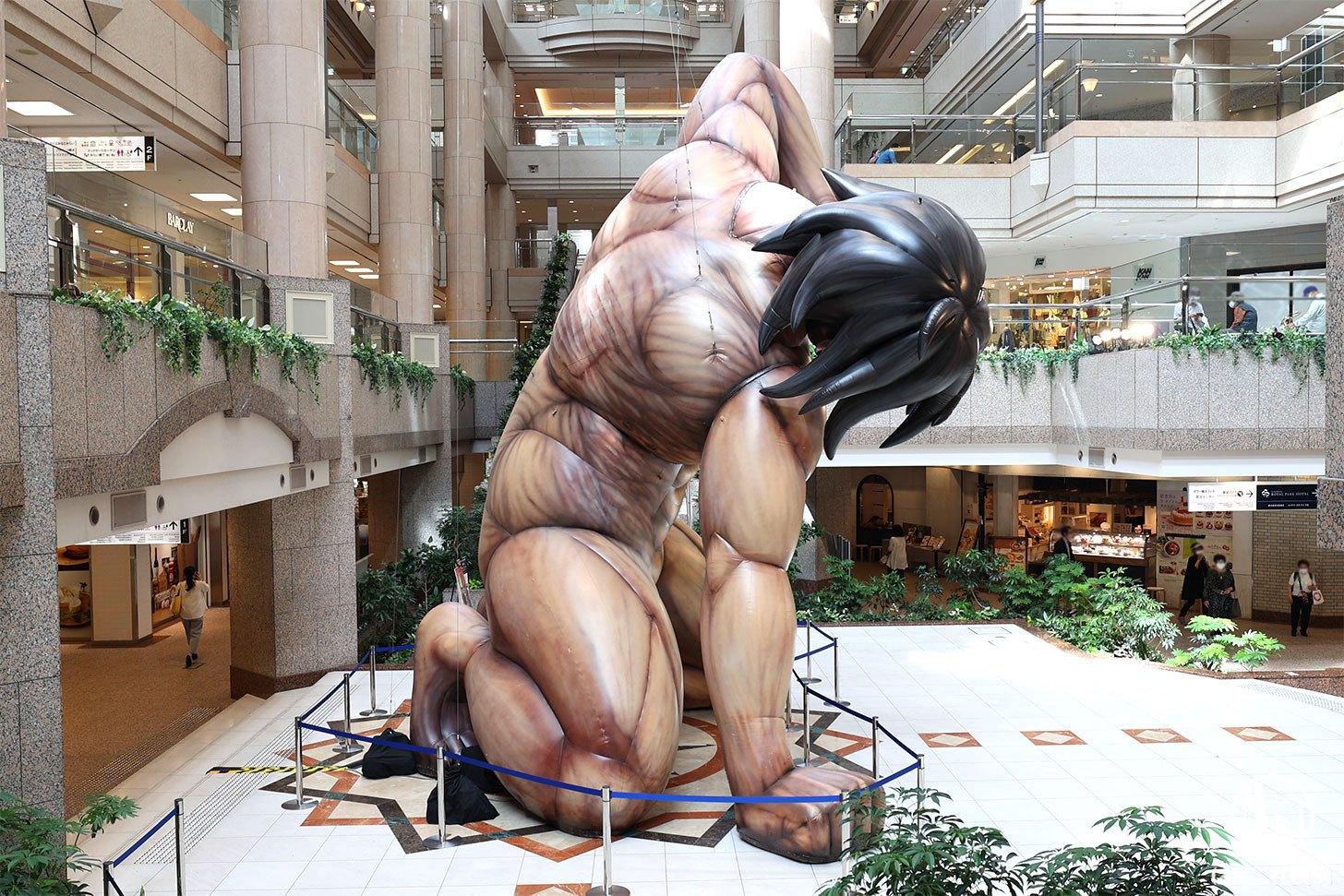 ランドマークプラザの等身大のエレン巨人