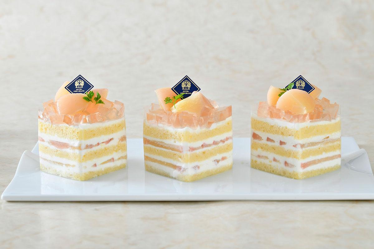 桃のプレミアムショートケーキ