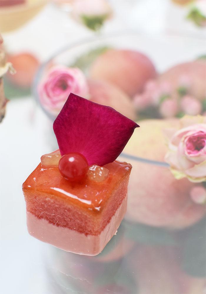 桃とバラのパウンドケーキ