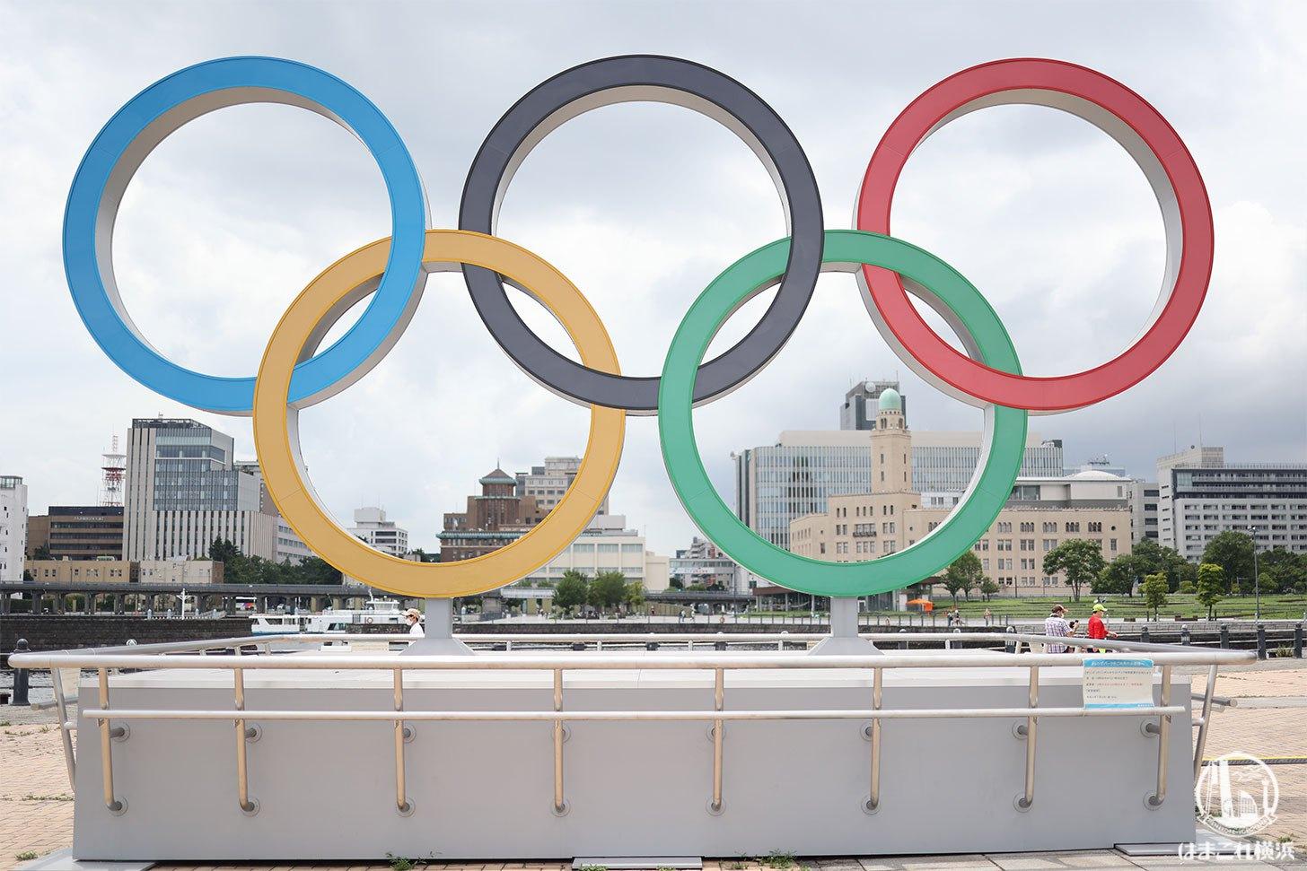 オリンピックシンボルモニュメントと横浜三塔