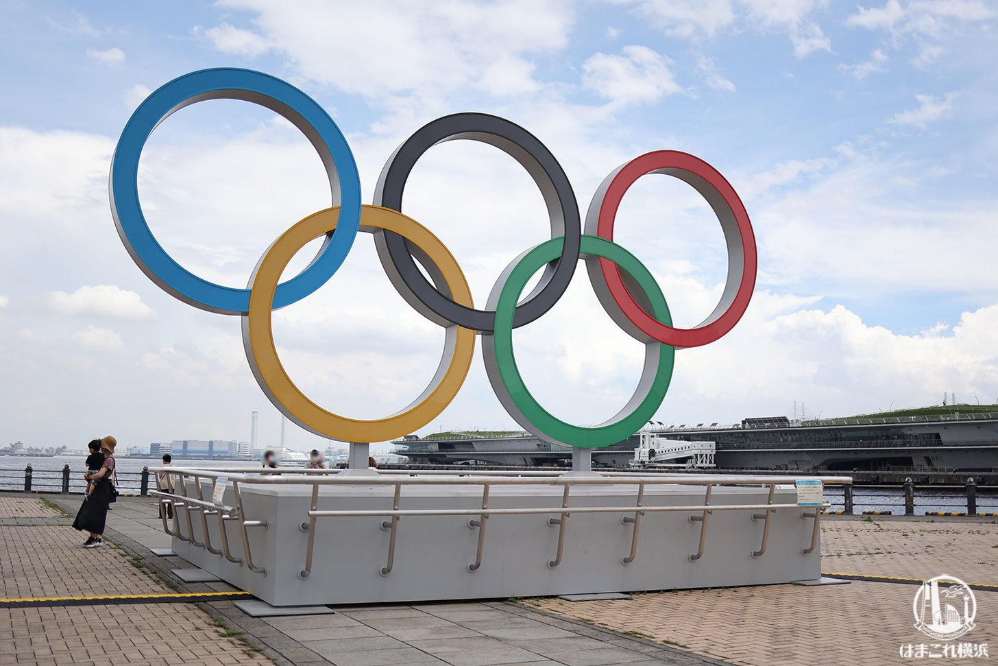 オリンピックシンボルモニュメントと大さん橋