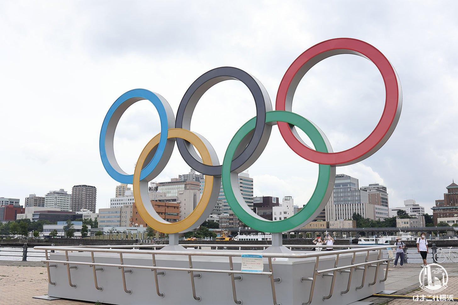 オリンピックシンボルのモニュメント