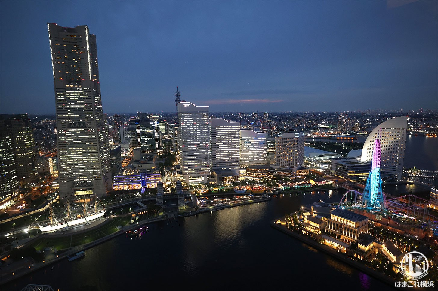 横浜北仲ノット無料展望台から見た夜景 横浜ランドマークタワーと大観覧車