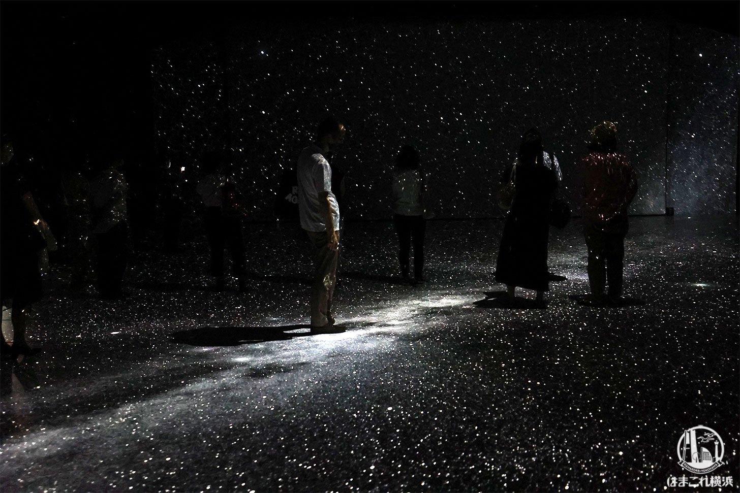 横浜赤レンガ倉庫「アートプラネタリウム」宇宙を歩く幻想的な新体験型イベントだった!