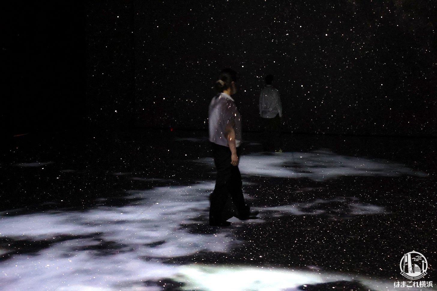 赤レンガ・アートプラネタリウム「星と歩く」体験風景