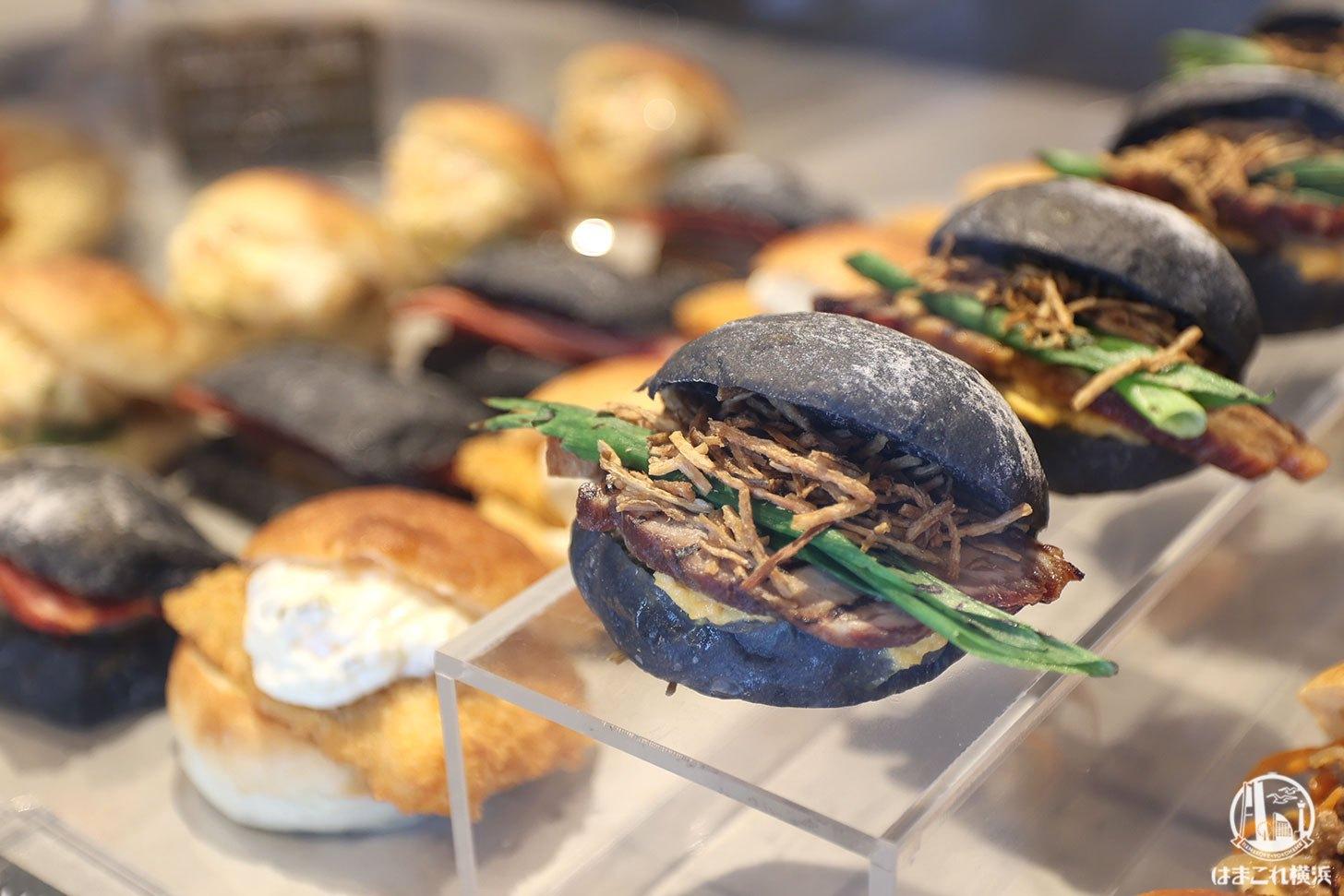 ベンハー・尾島商店のパン屋は惣菜パンも豊富で焼豚バーガー絶品!横浜・桜木町駅至近