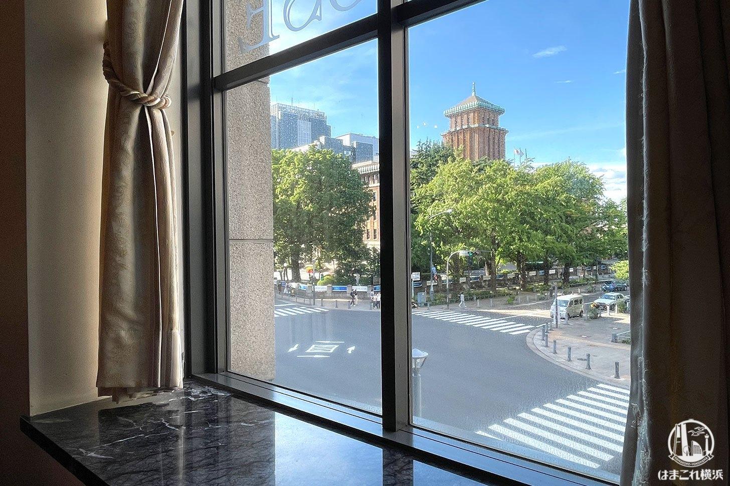 カフェドゥラプレスの窓から見える景色
