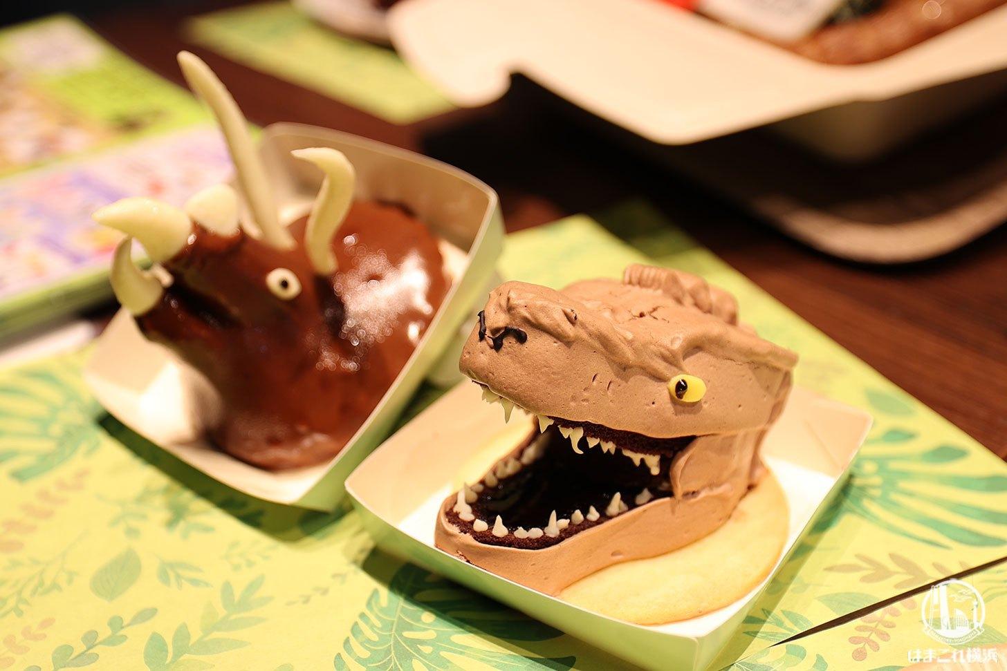 恐竜の顔をしたケーキ
