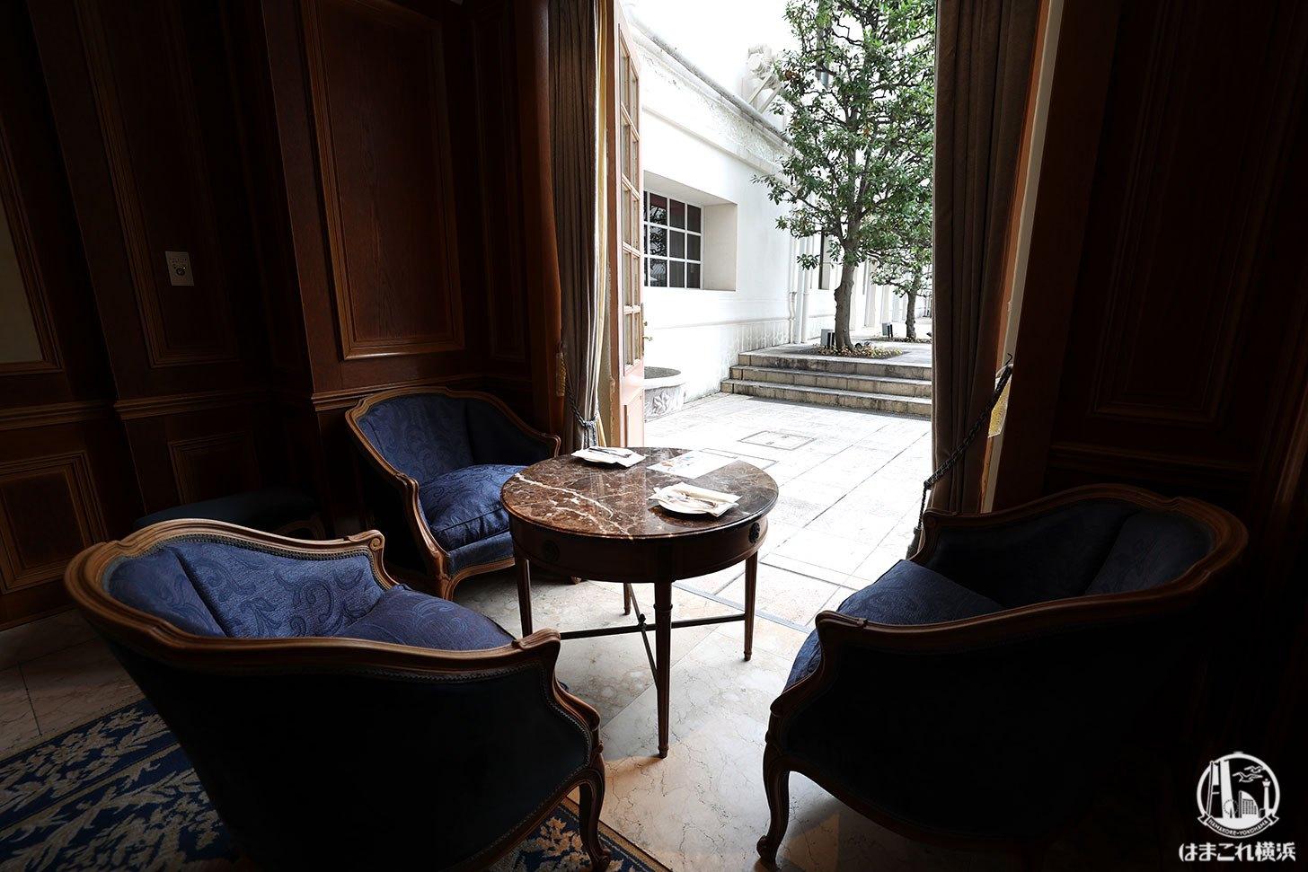 ラウンジ「ラ・テラス」窓側の席