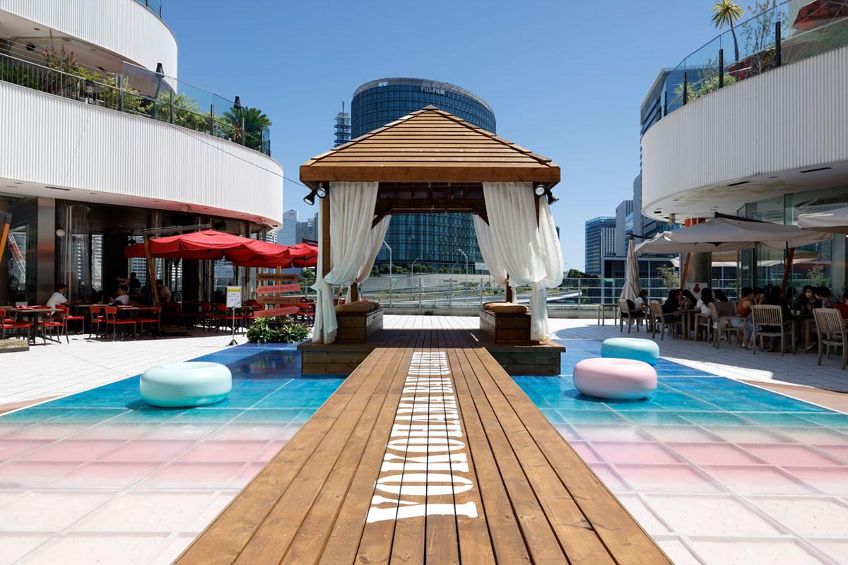 """横浜ベイクォーター「ピンクサンドビーチ」カリブ海のビーチをイメージした""""ピンクの砂浜""""出現!"""