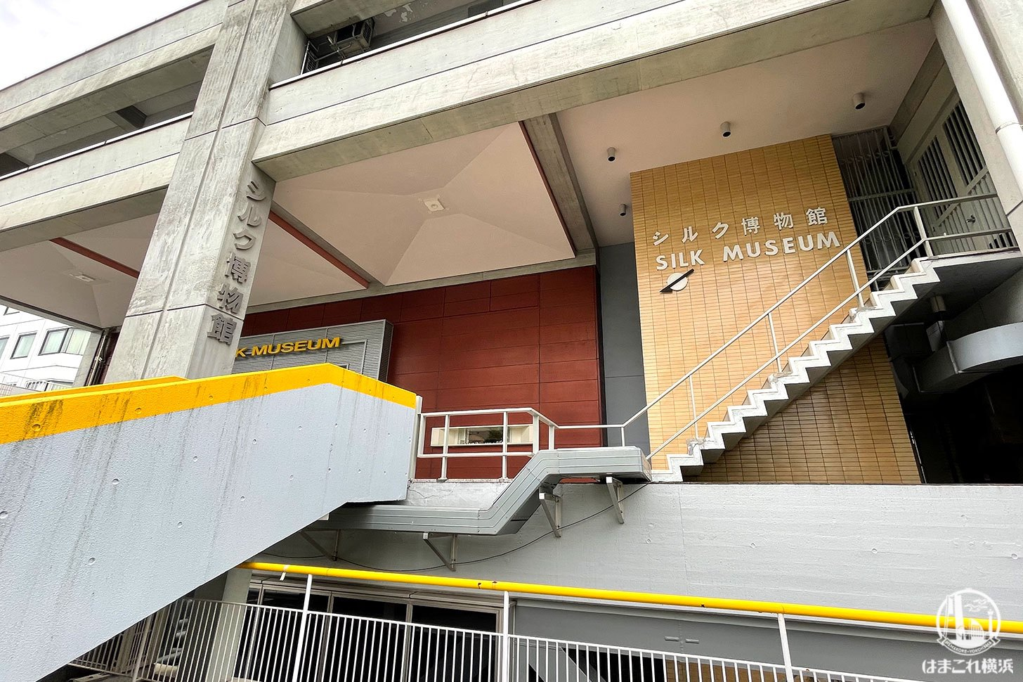 建物外階段からの入口