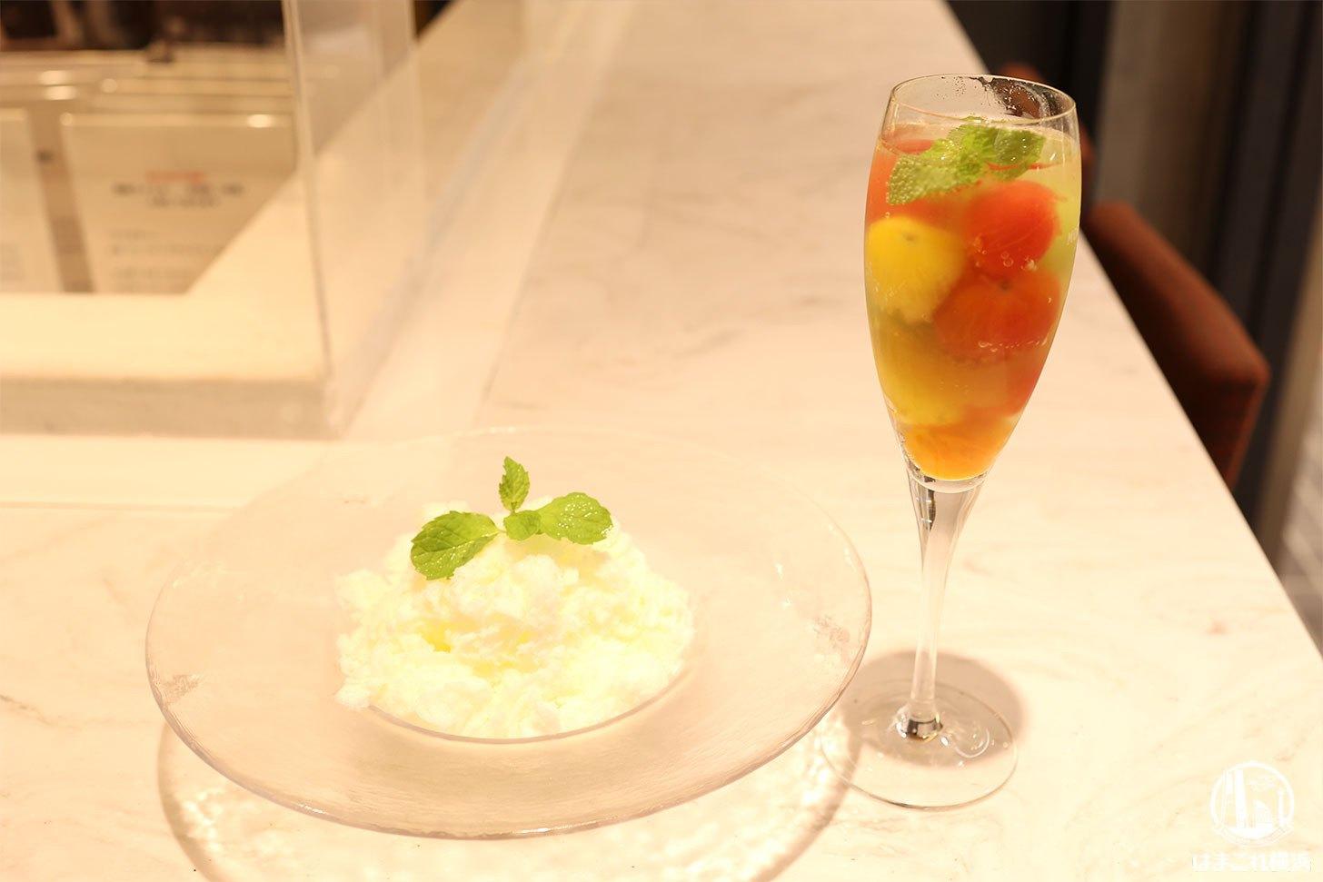 フルーツとトマトのコンポートとモッツァレラのかき氷