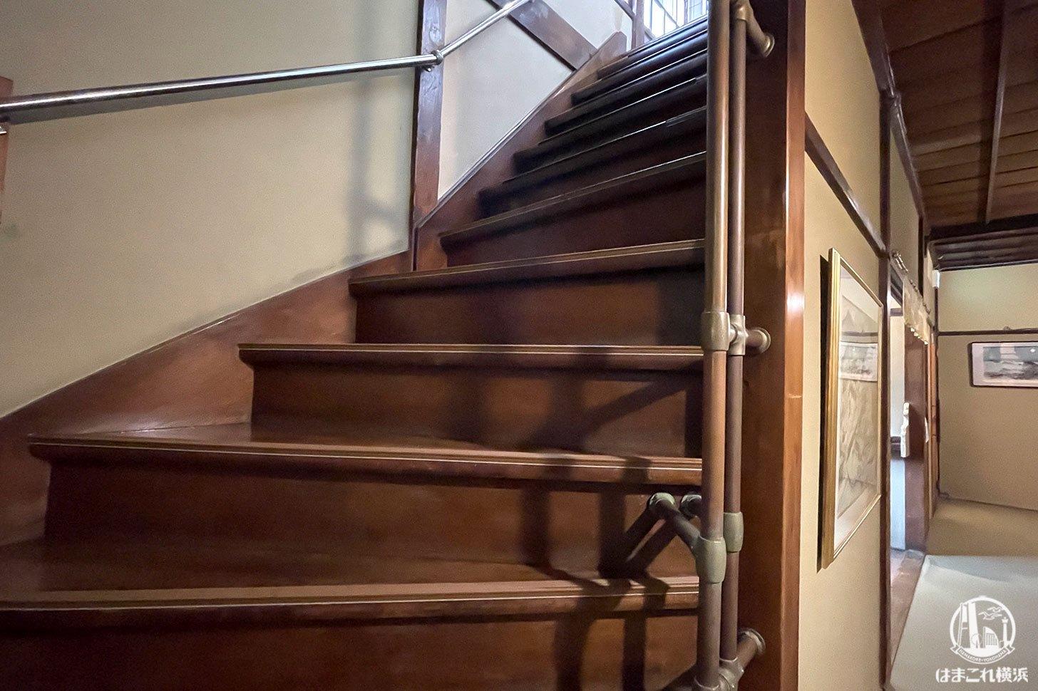 カフェ金澤園 2階に続く階段