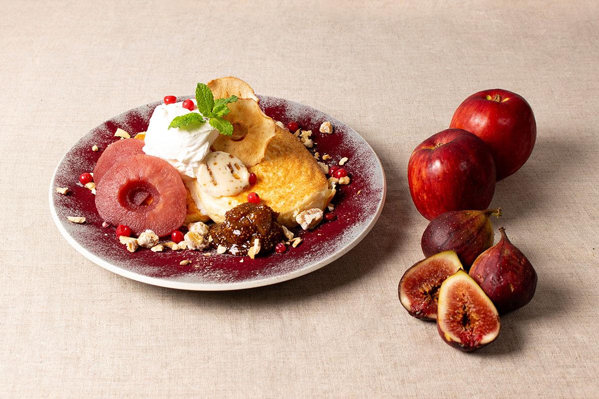 Ruby-Red 紅玉とカシス、マスカルポーネクリームのパンケーキ