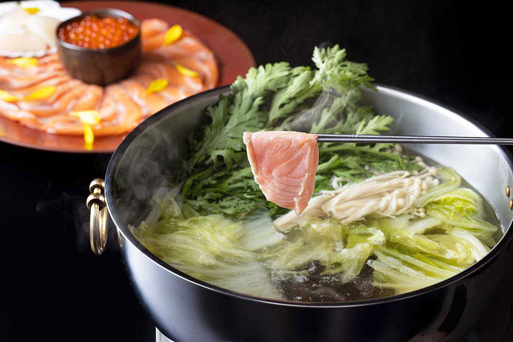 秋の味覚 サーモンと野菜のしゃぶしゃぶ いくらがけ