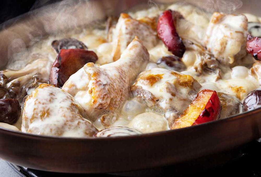 鶏もも肉と秋野菜のフリカッセ シードルの薫り
