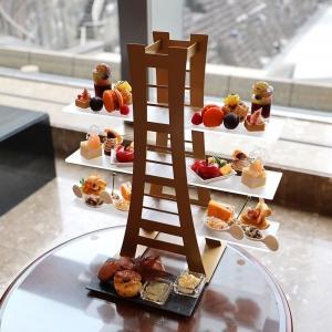 横浜ロイヤルパークホテルのアフタヌーンティーで魅力堪能!横浜ランドマークタワー型スタンド