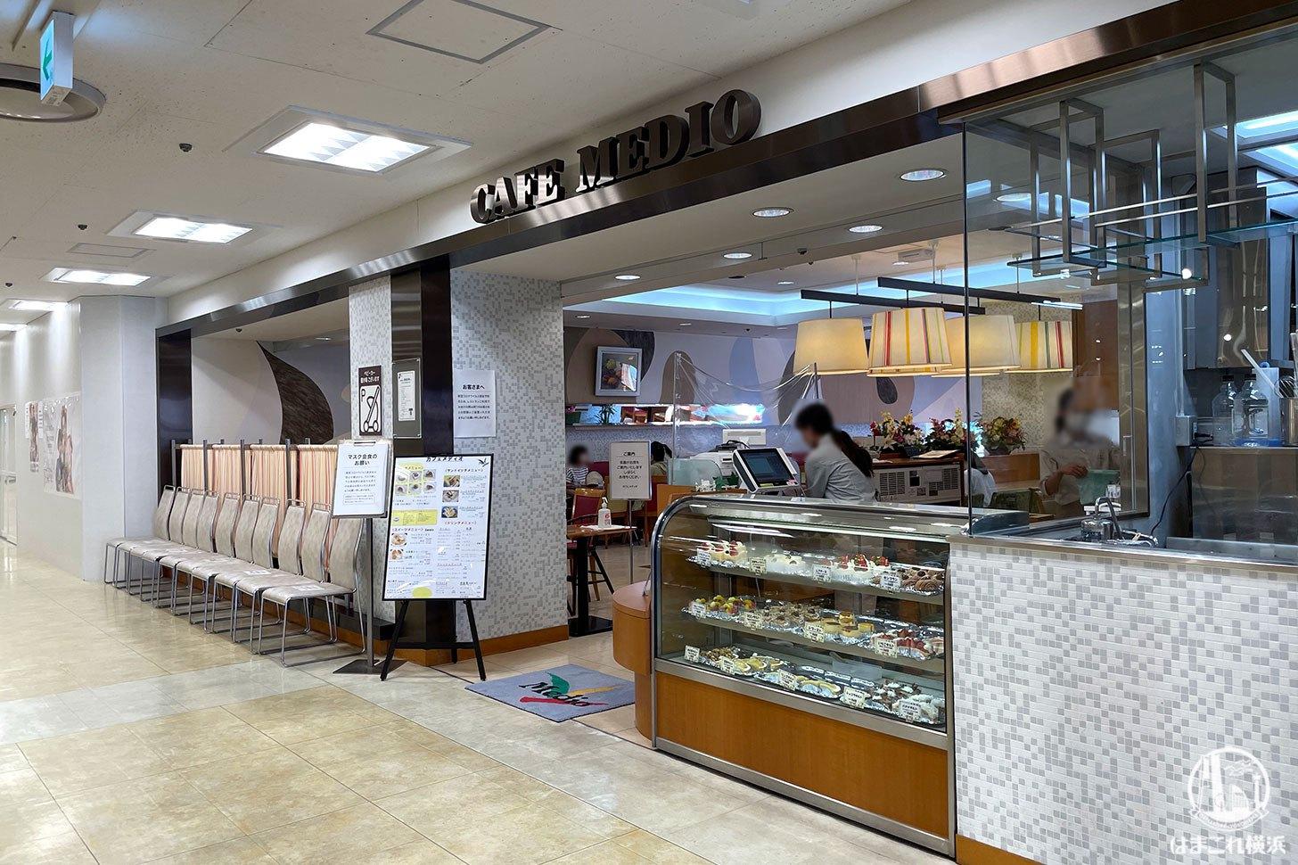 カフェメディオ 外観・入口
