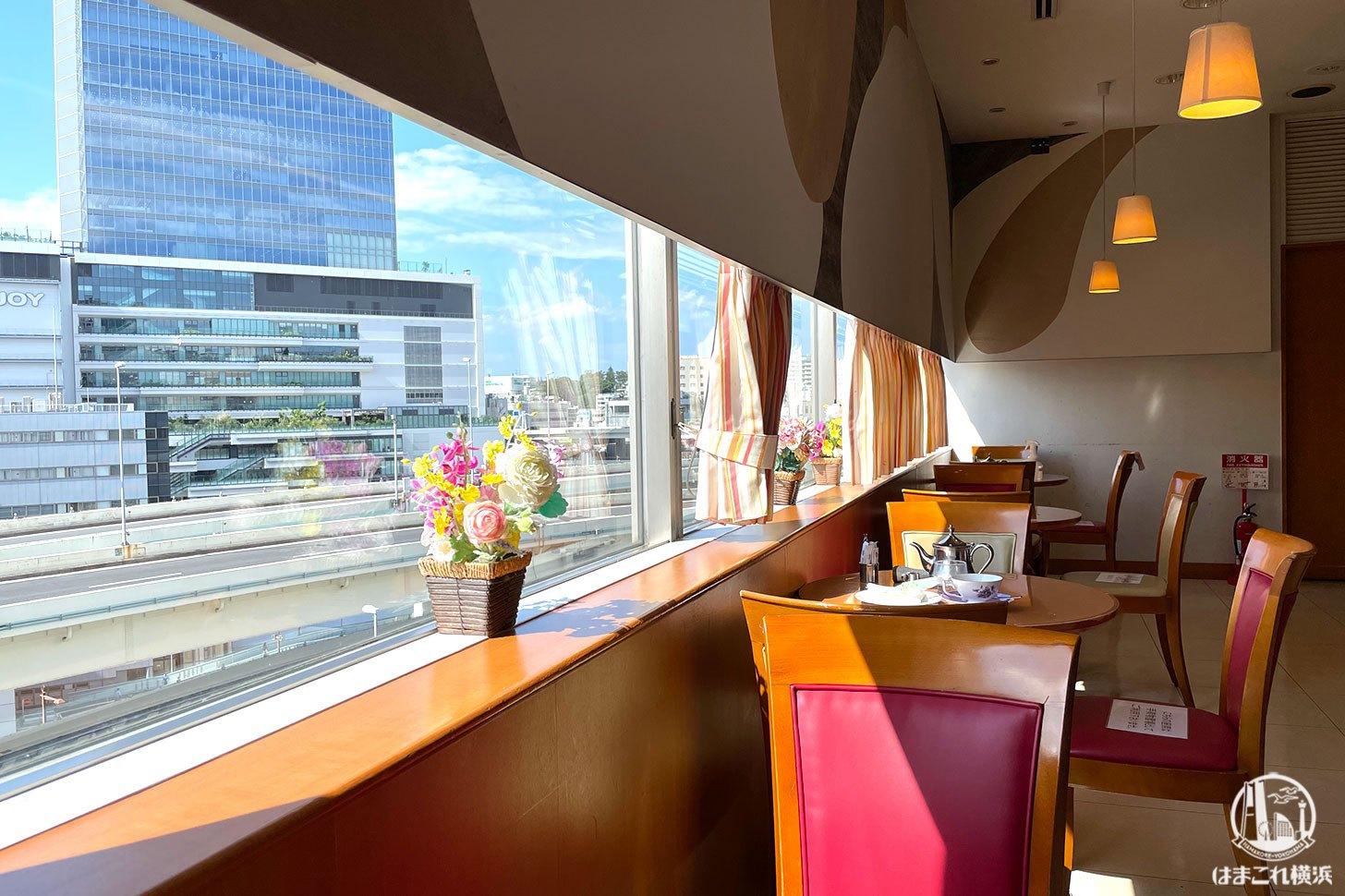 カフェメディオそごう横浜店は眼下に首都高の開放的な眺望カフェだった!
